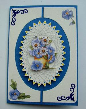 Blauw witte kaart met spirelli bloem
